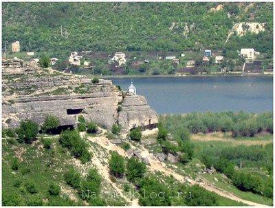 Вид на часовню монастыря Сахарна