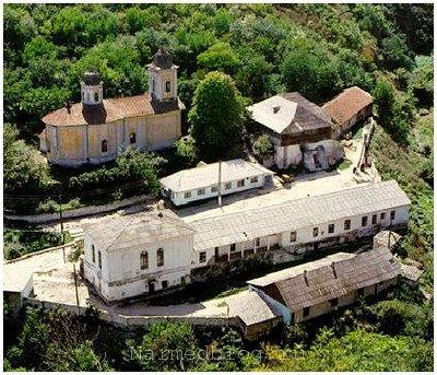 Вид сверху на монастырь Сахарна
