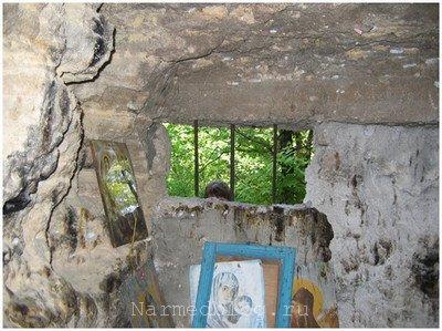 Внутреннее убранство скального монастыря