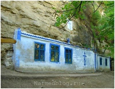 Монастырь Сахарна в скалах