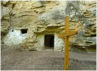 Вход в пещеру монастыря